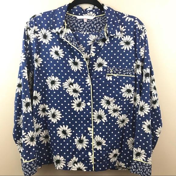 c079ad8ded46 Victoria s Secret two piece pajama set. M 5be781af035cf119bfeeb538